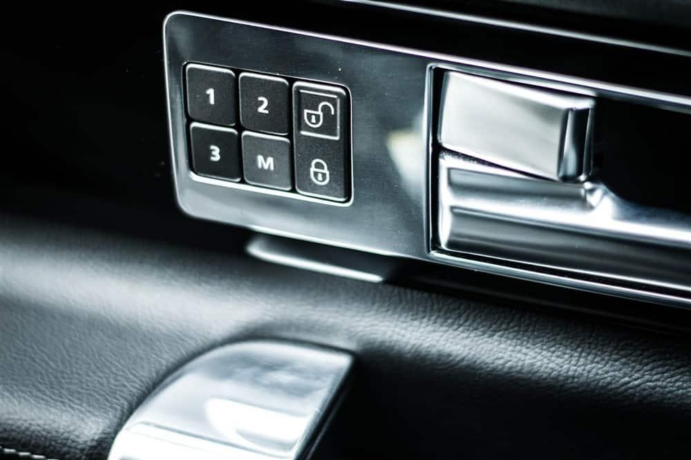 2012 Land Rover LR4 interior door