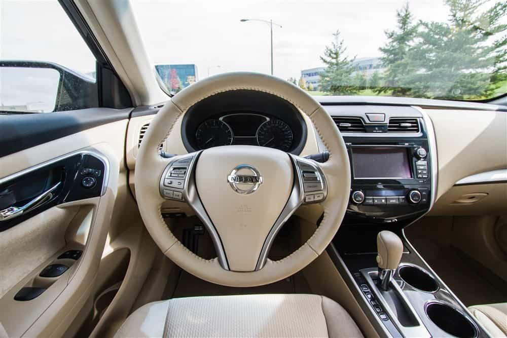 2013 Nissan Altima SV driver's cockpit
