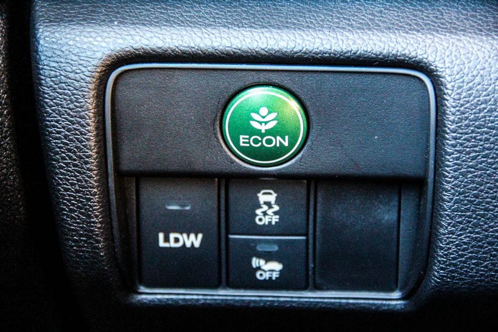 "2014 Honda Accord Hybrid ""Econ"" button"