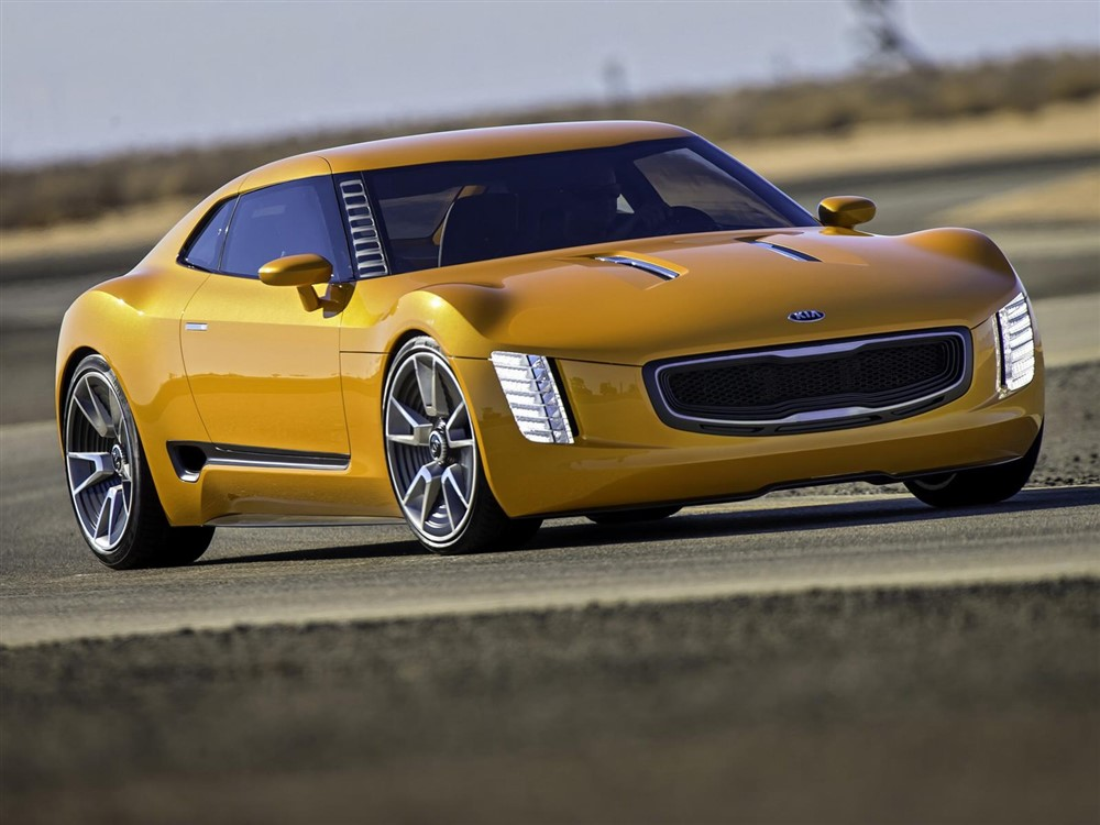 Kia GT4 Stinger Buzzes with Horsepower