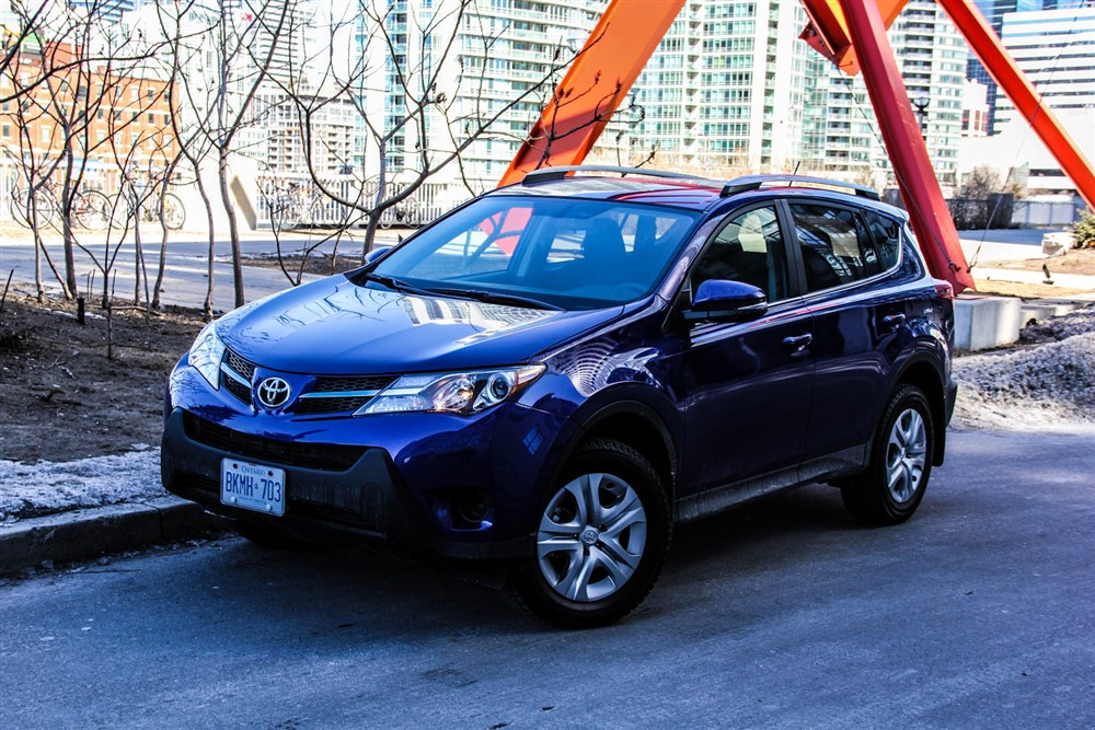 2014 Toyota RAV4 LE front 1/4