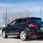 2014 Volkswagen Touareg TDI rear 1/4