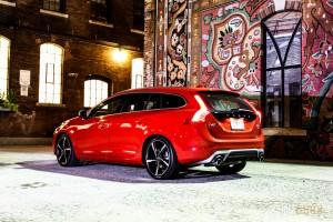 2015 Volvo V60 T6 R-Design rear 1/4