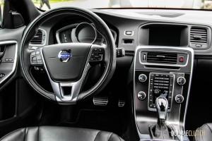 2015 Volvo V60 T6 R-Design interior