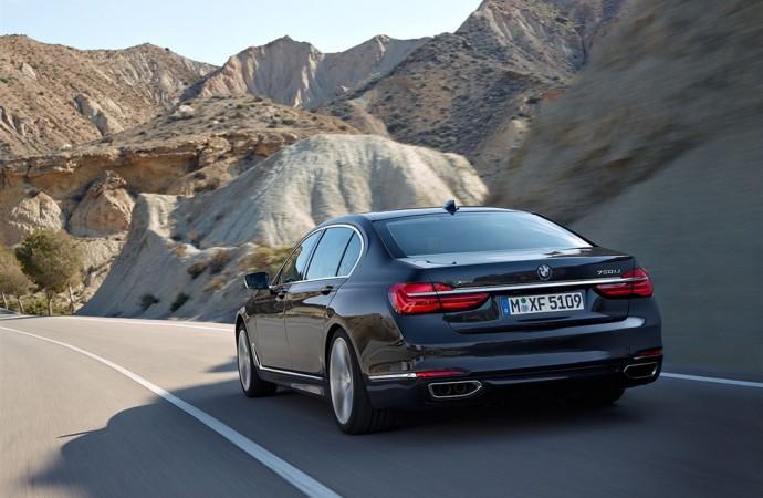 BMW unveils 2016 BMW 7-series