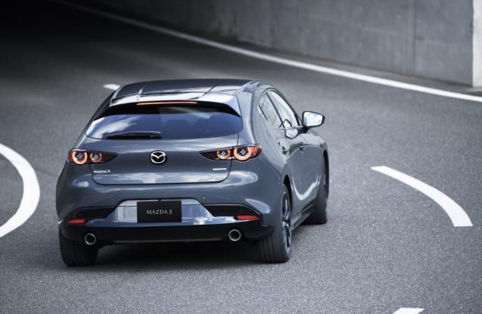 11_Mazda3_5HB_EXT_Polymetal-Gray-Metallic_11-1024x683